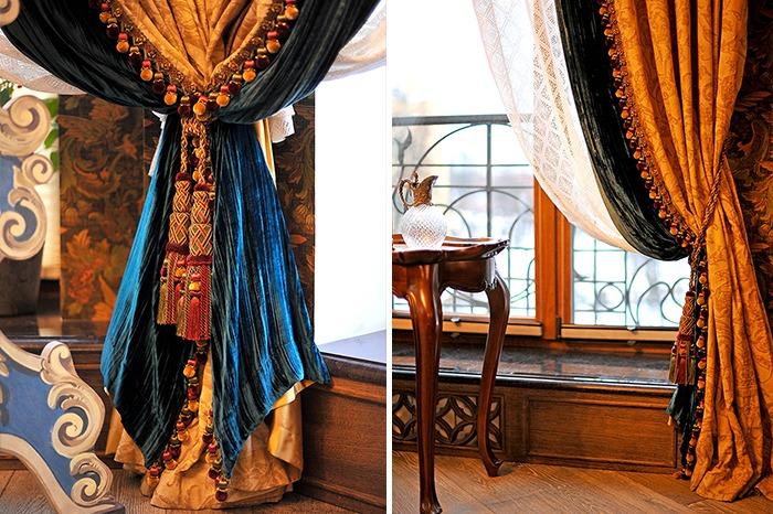 Яркая гостиная с элементами готики