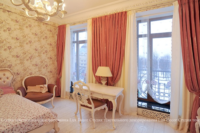 Розовая спальня с тканями фабрики Albert Guegain